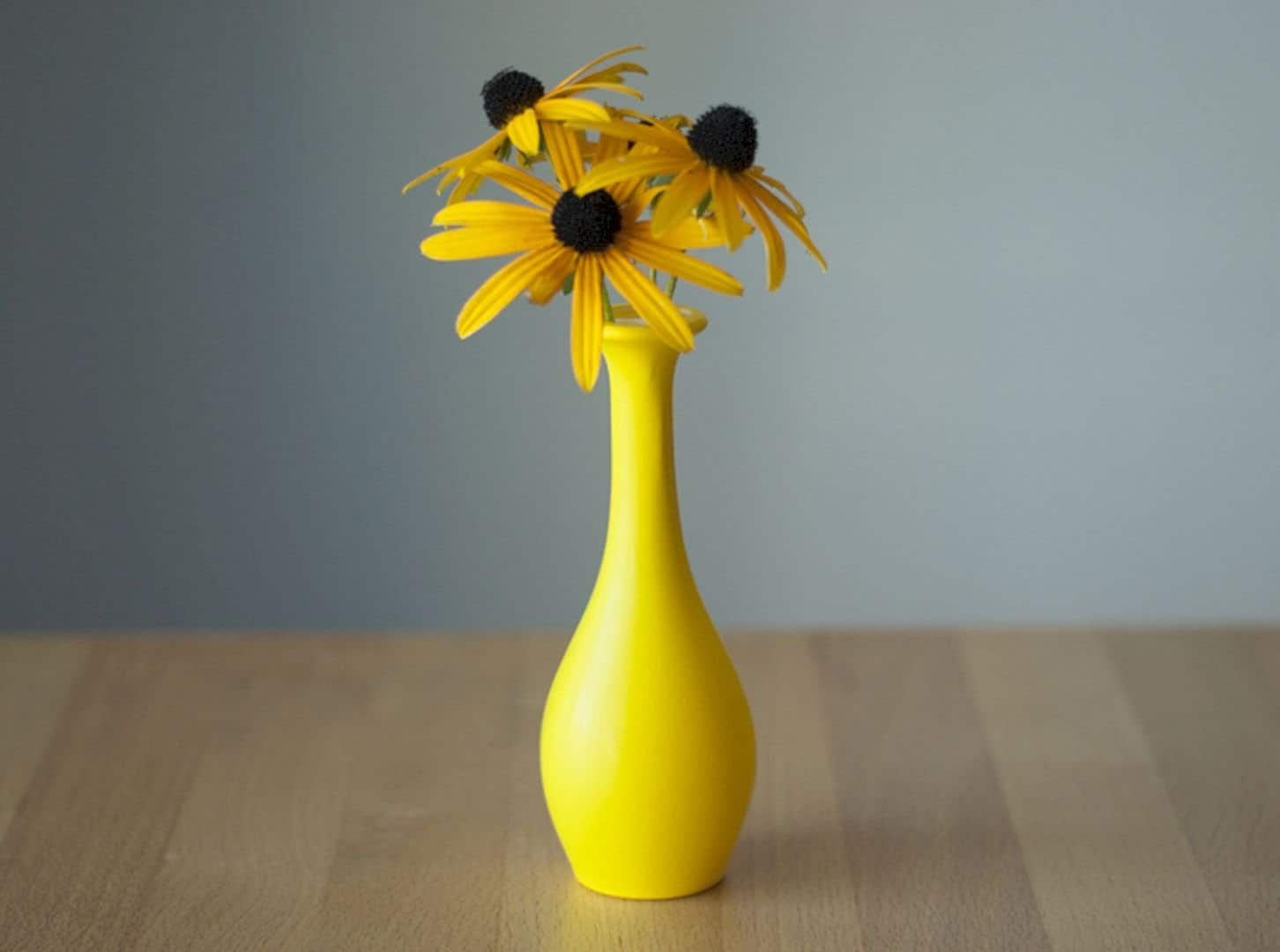 Limitless Creativity, Check out How Balloon Become Beautiful yet Elegant Vase