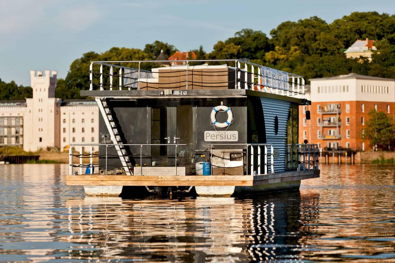 Nautilus Houseboats 10