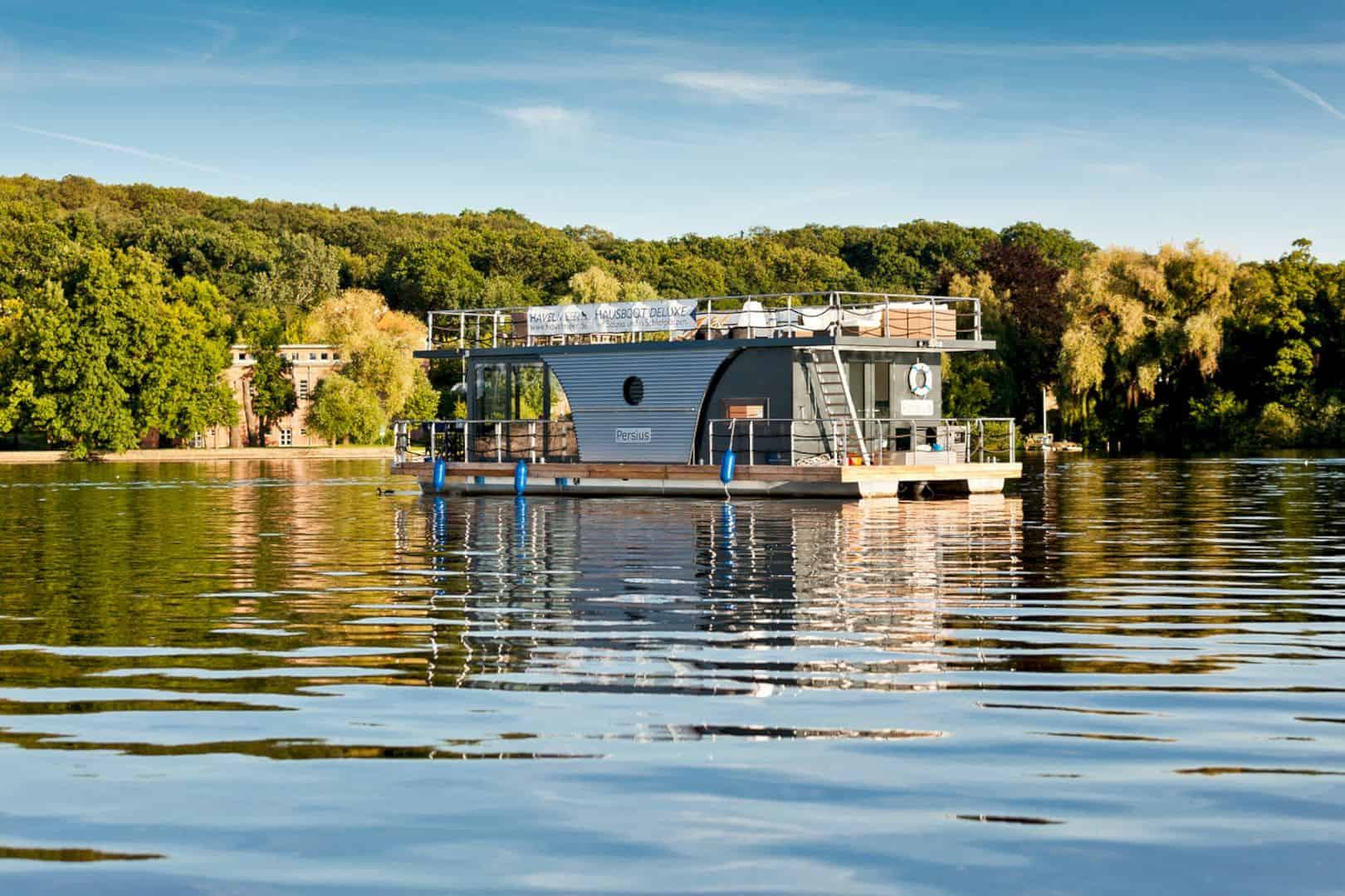Nautilus Houseboats 11