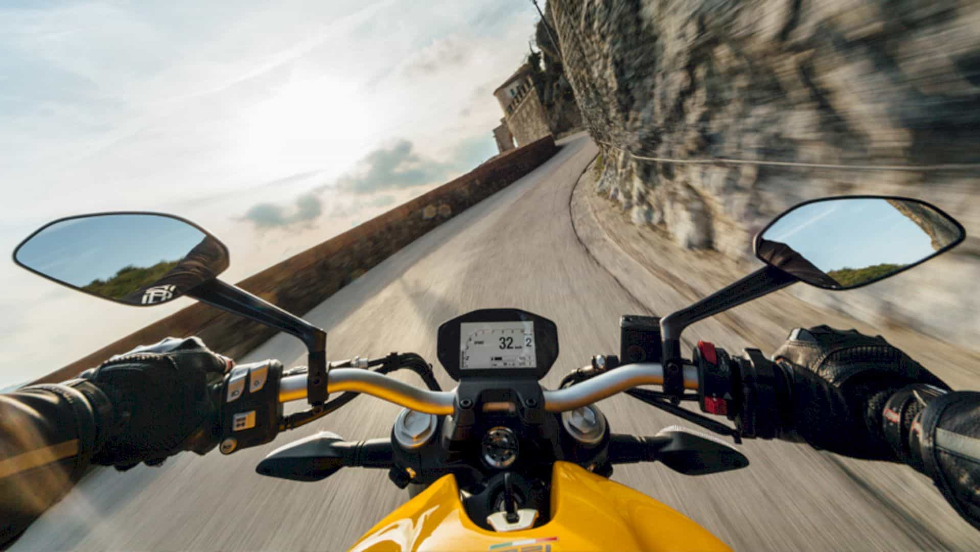Ducati Monster 821 8