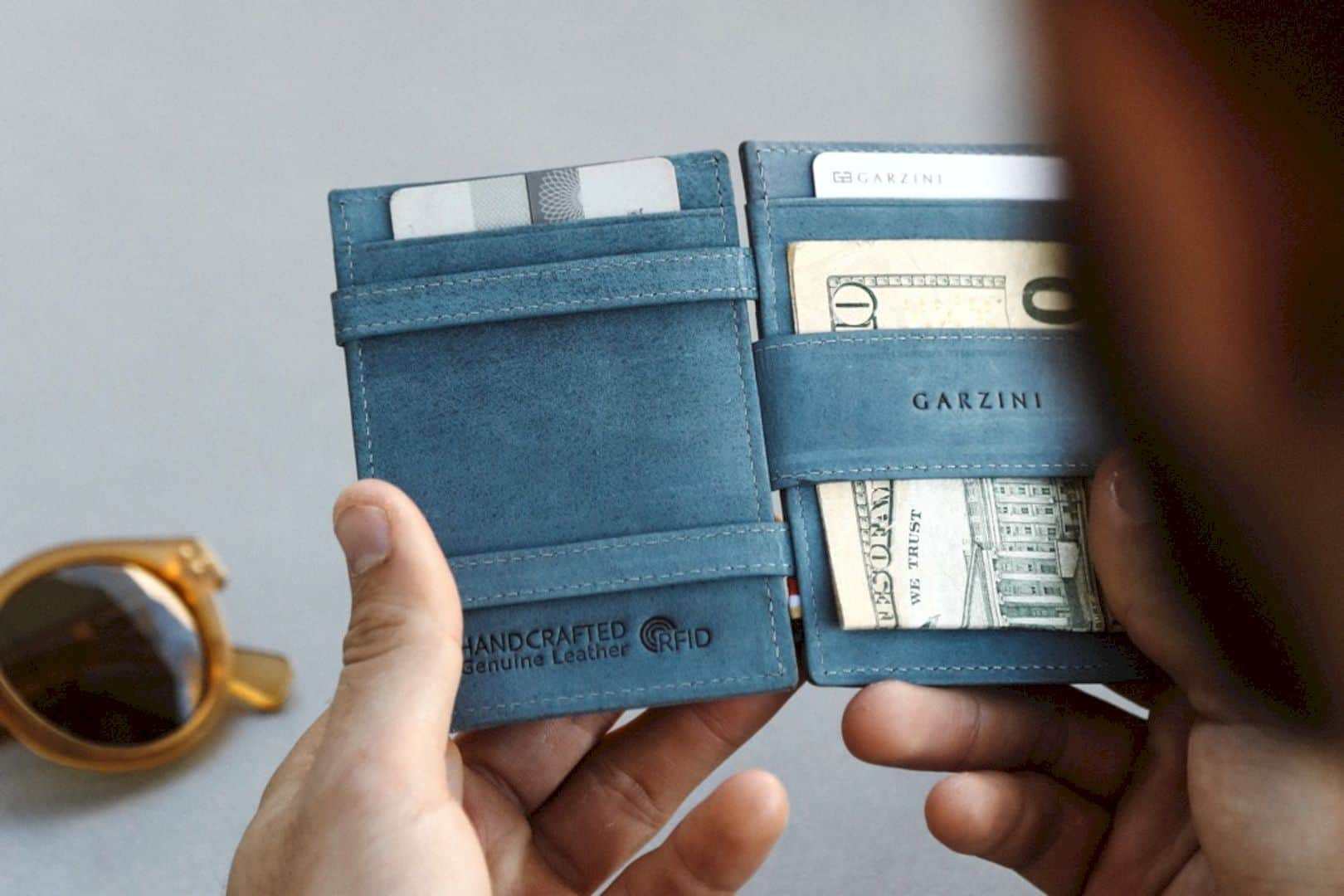Garzini Cavare: The Slim Magic Wallet with Pull-Tab Slots
