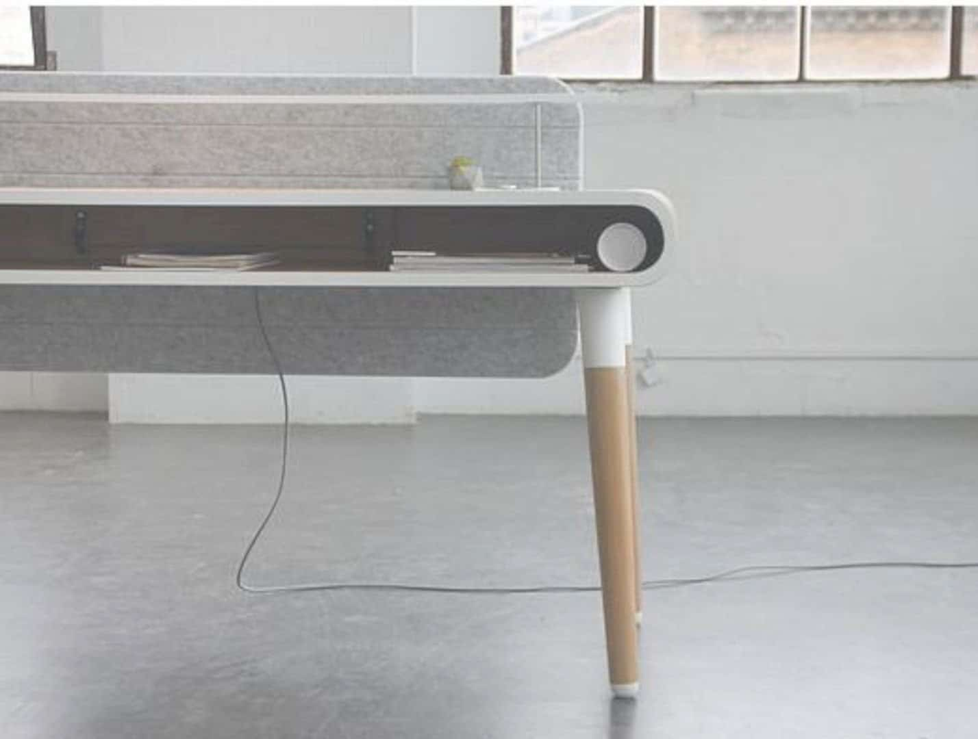 Köllen Eget: A Functional and Smart Work Desk for Your Workspace