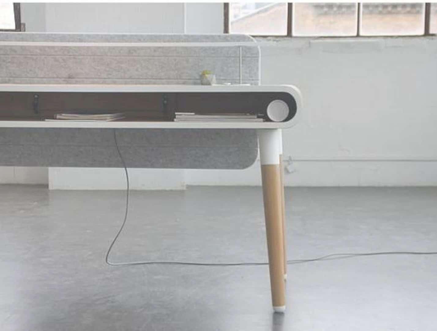 Köllen Eget: A Functional and Smart Work Desk for Your Workspace