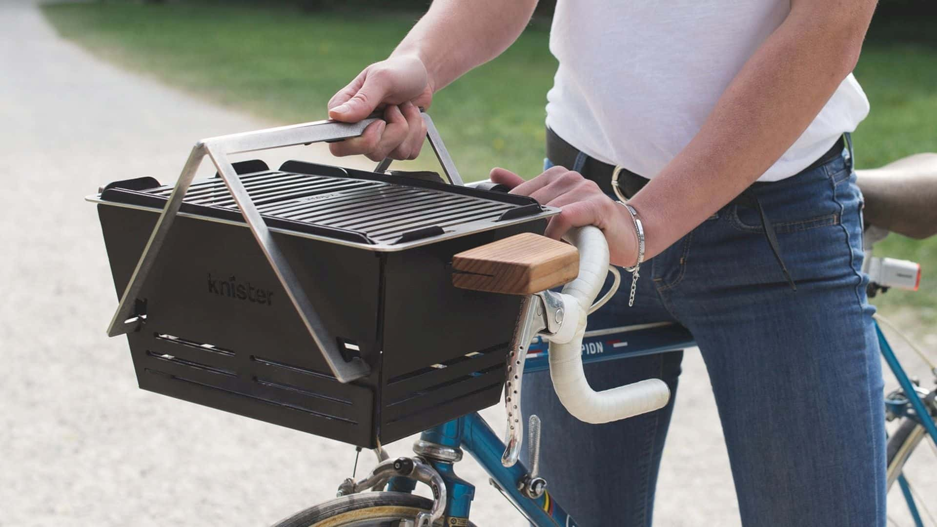 Knister Grill – The Extendable BBQ You Can transport by Bike