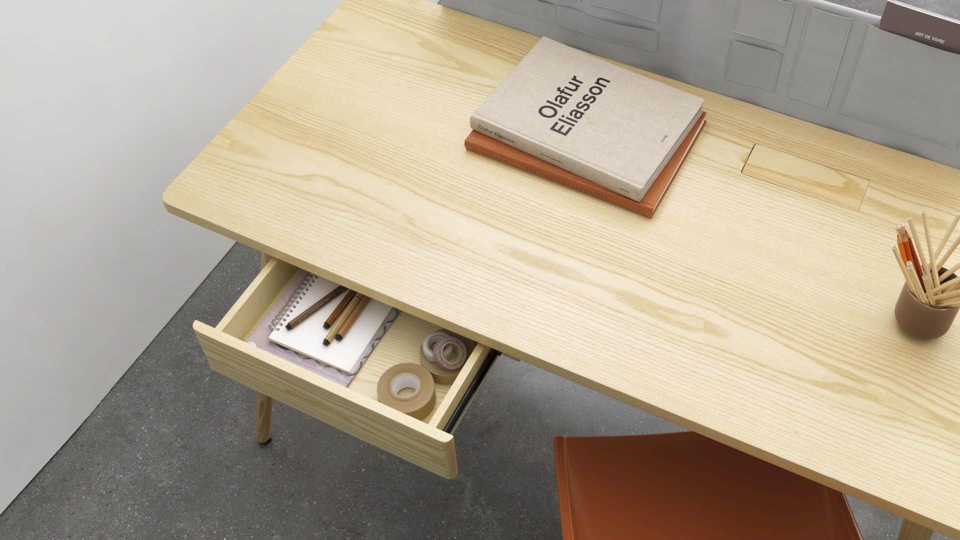 Pure Desk 13