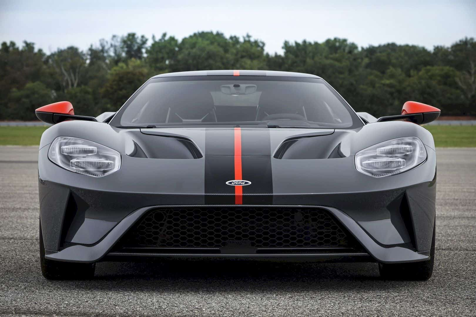 2019 FORD GT Carbon Series: Attacks Track and Drive Home!