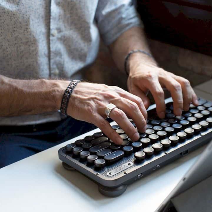 Azio Retro Compact Keyboard 11