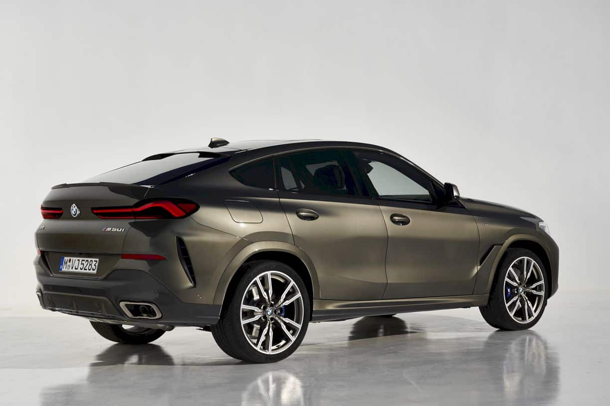 The new BMW X6: A leader with broad shoulders.