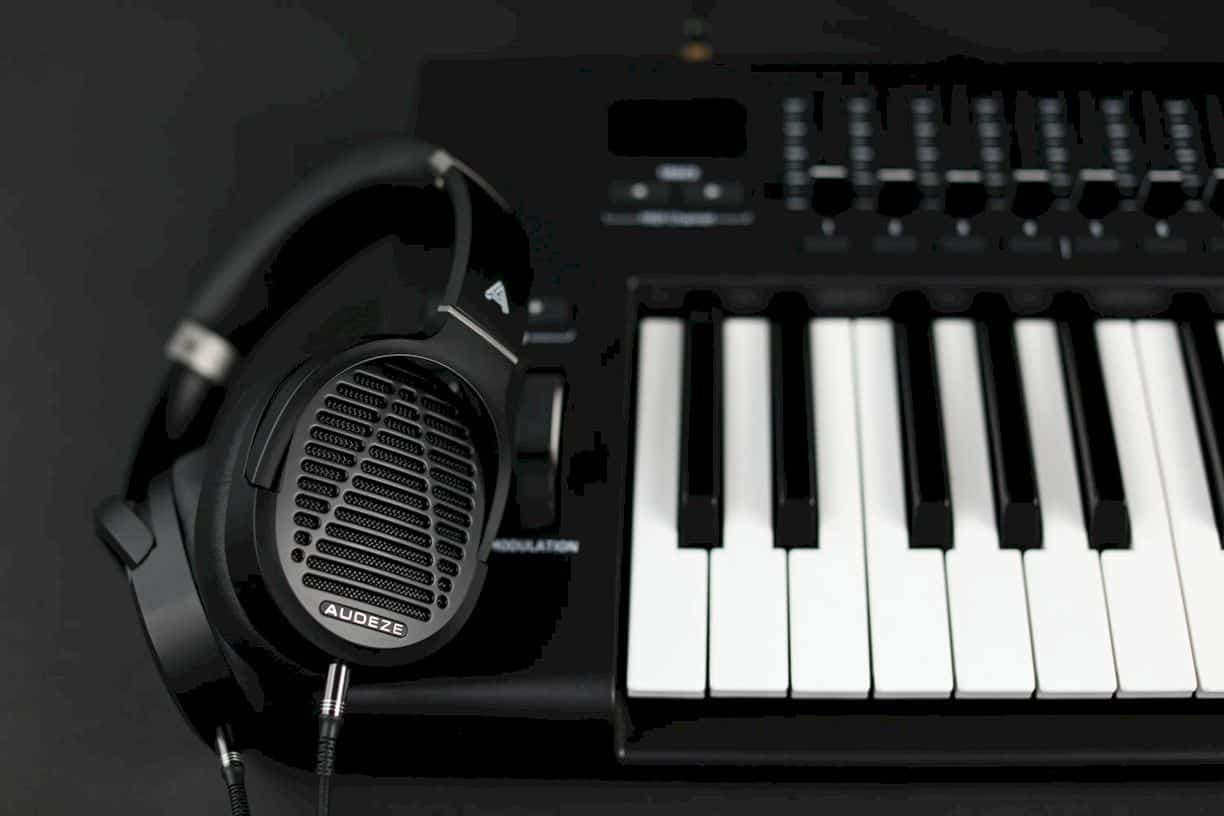 Audeze Lcd 1 Headphone 5