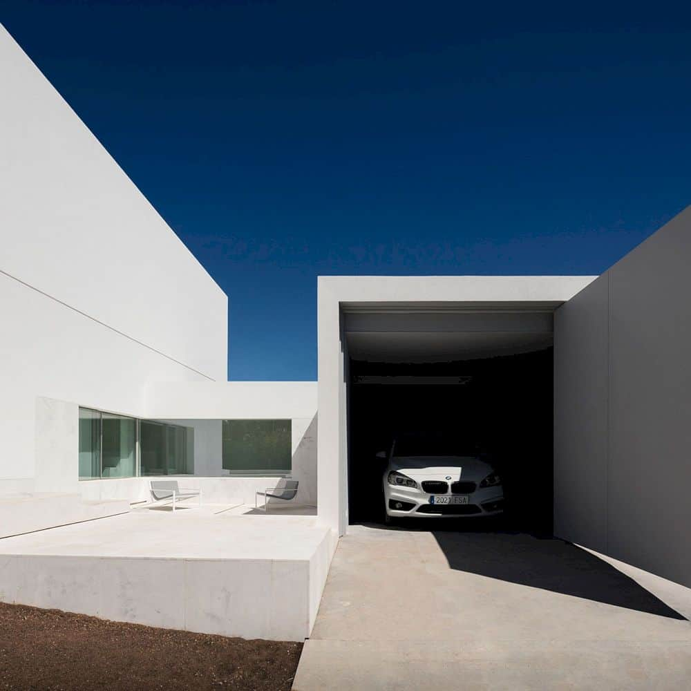 House Between The Pine Forest By Fran Silvestre Arquitectos 3