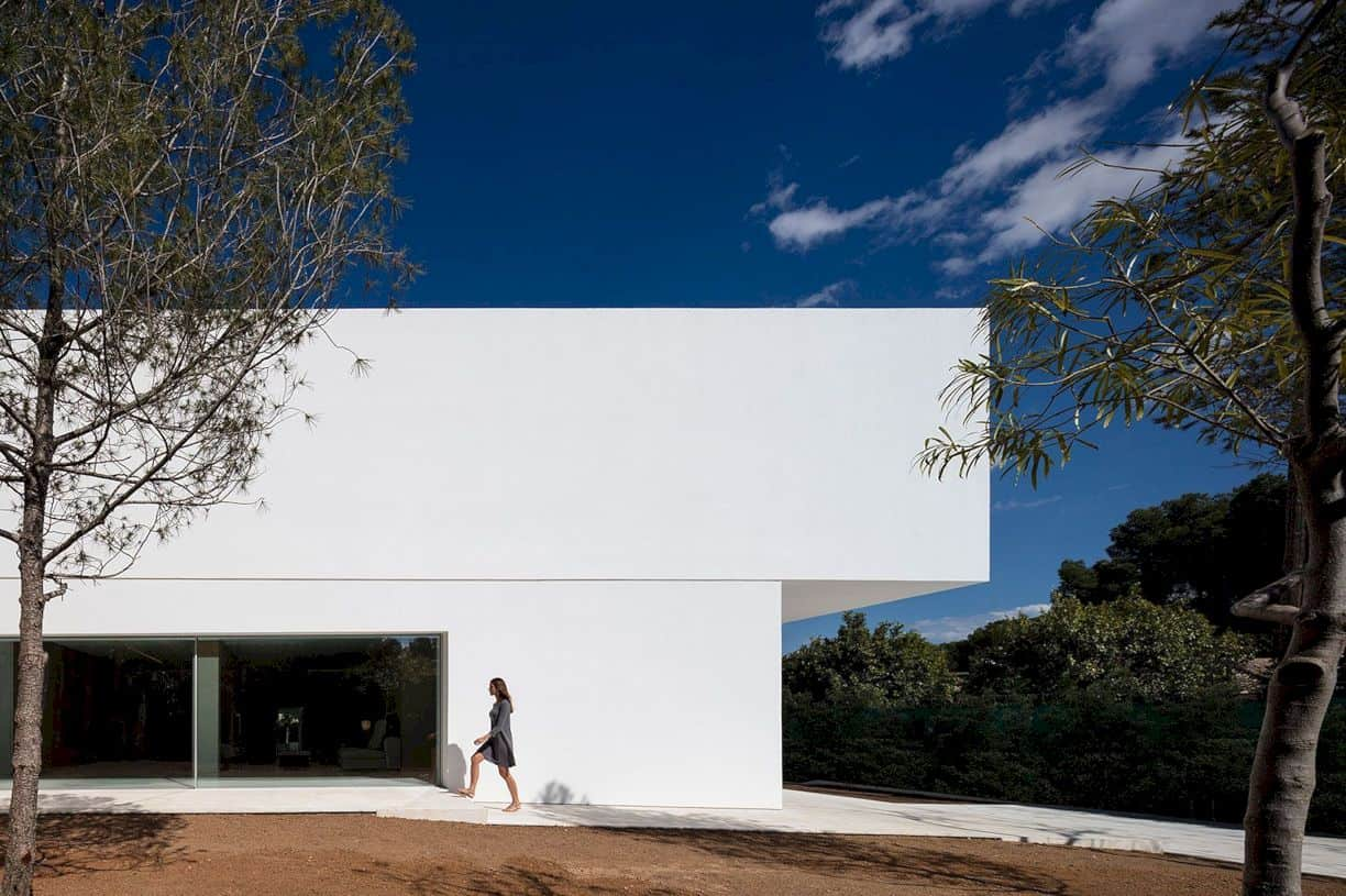 House Between The Pine Forest By Fran Silvestre Arquitectos 4