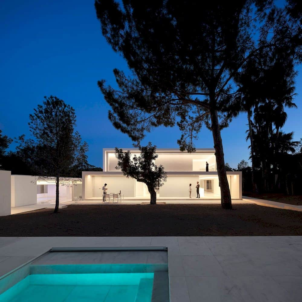 House Between The Pine Forest By Fran Silvestre Arquitectos 8