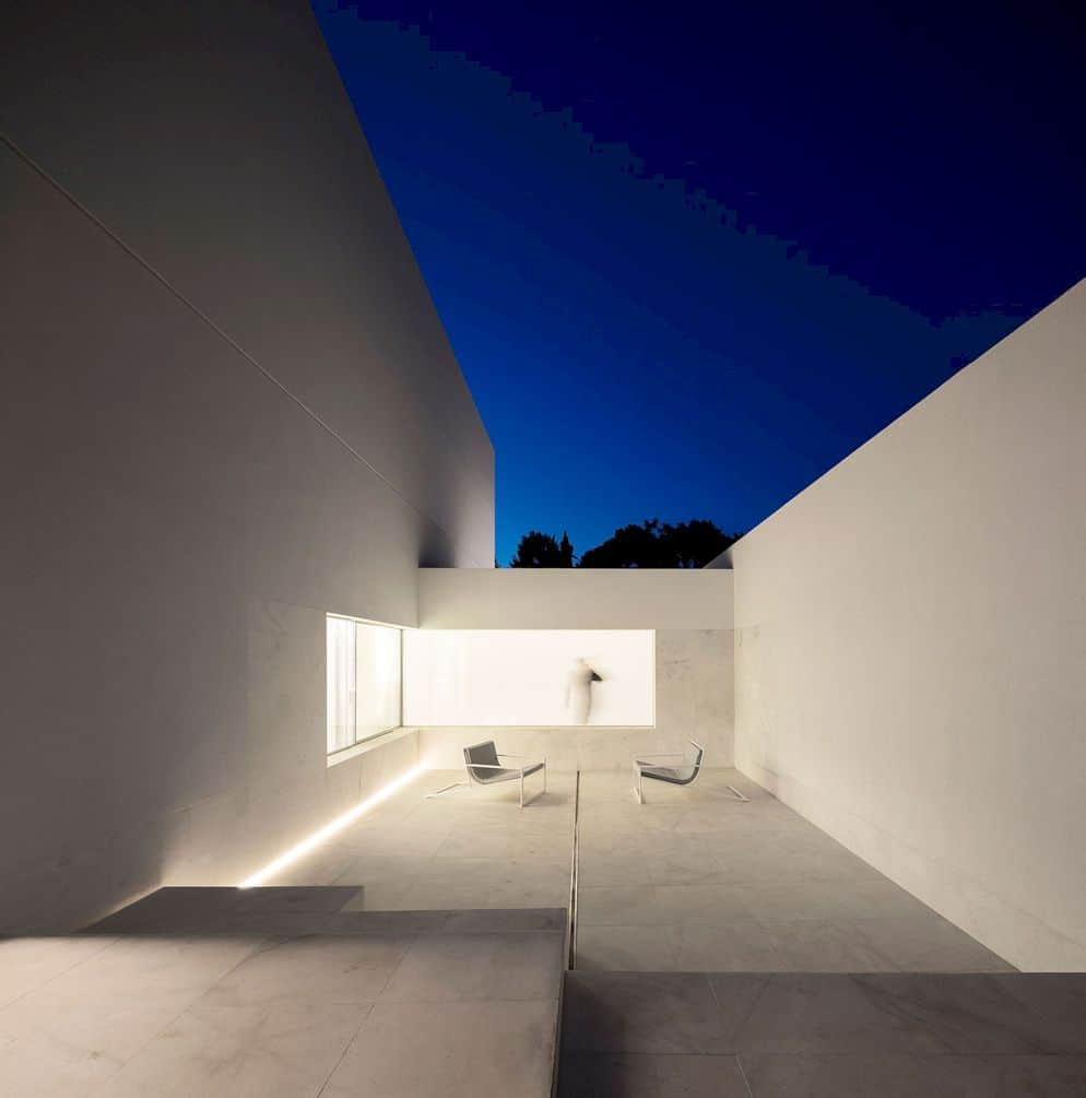 House Between The Pine Forest By Fran Silvestre Arquitectos 9