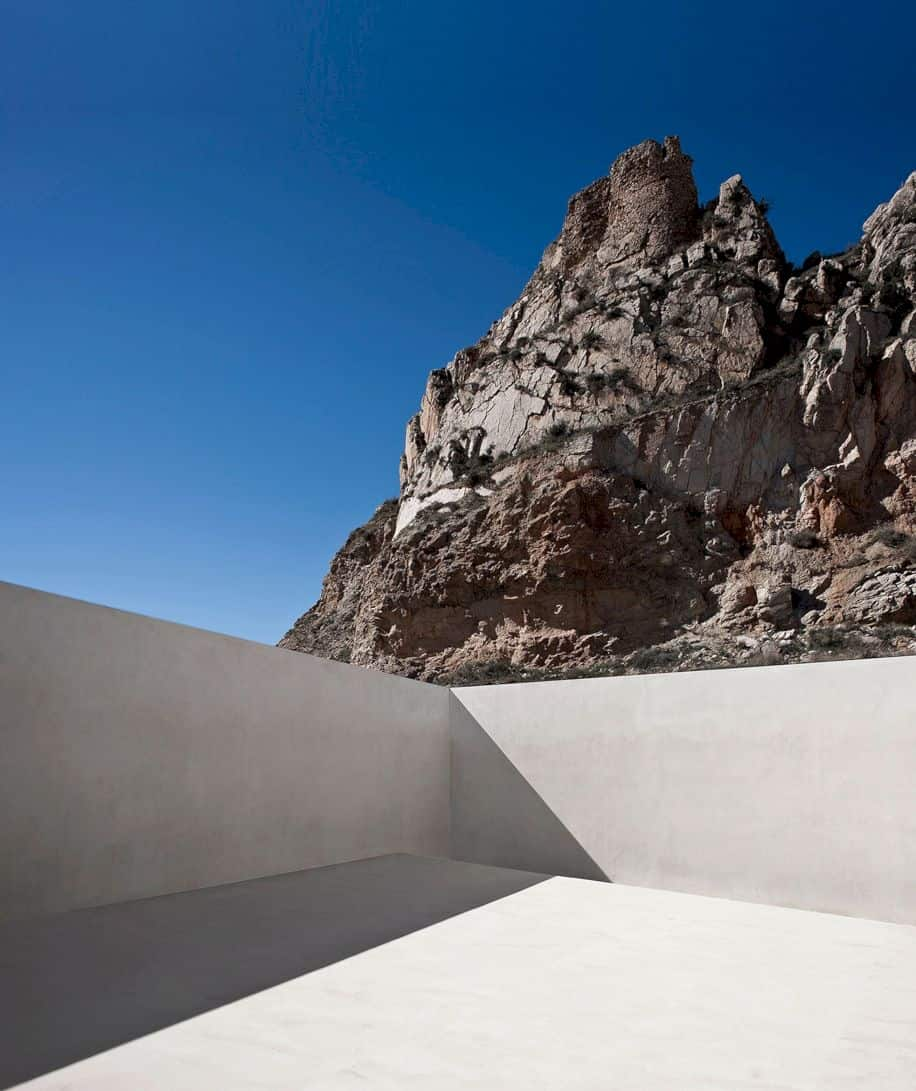 House On Mountainside Overlooked By Castle By Fran Silvestre Arquitectos 1