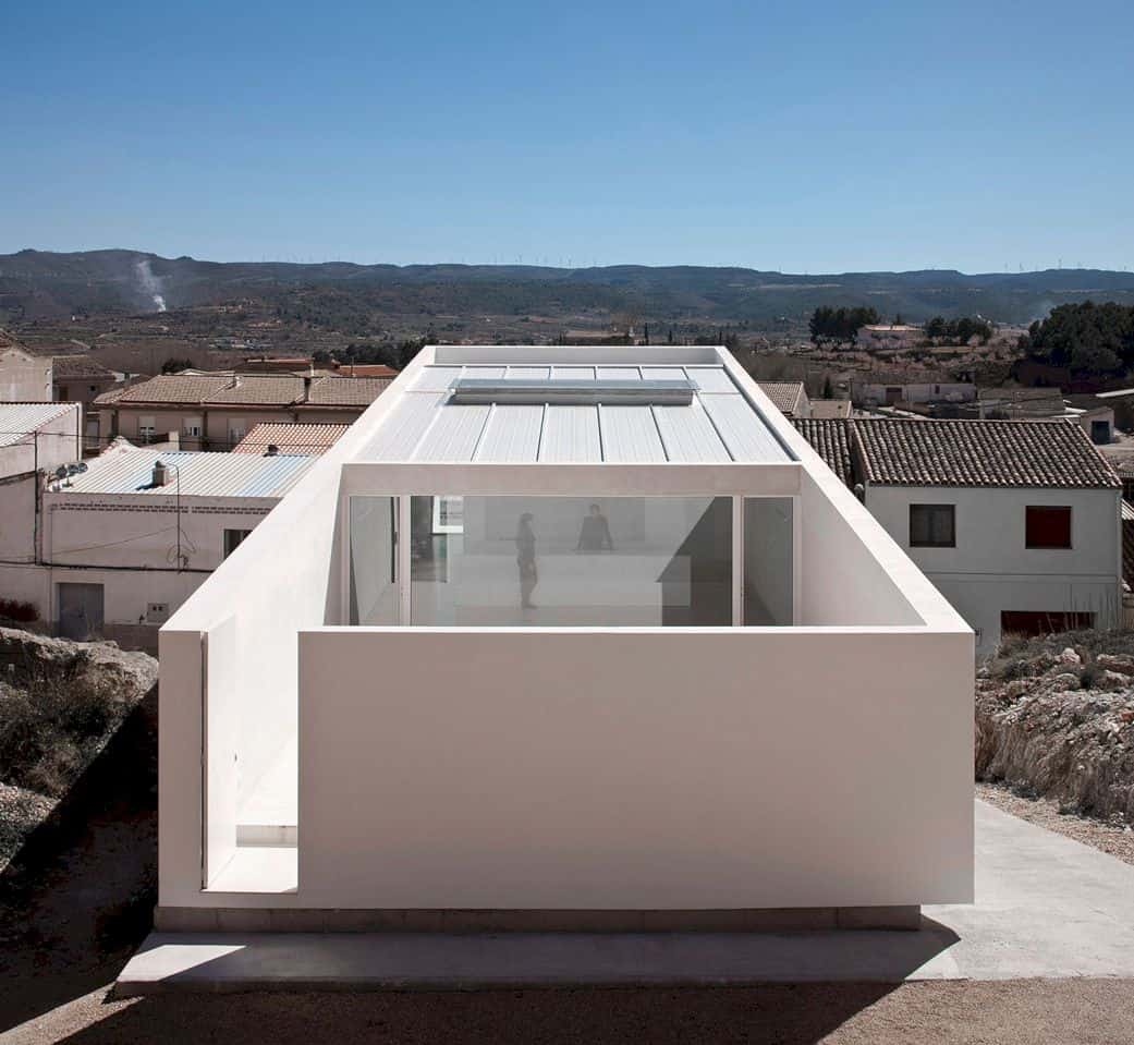 House On Mountainside Overlooked By Castle By Fran Silvestre Arquitectos 4