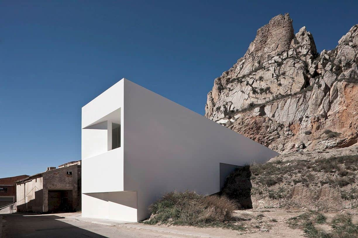 House On Mountainside Overlooked By Castle By Fran Silvestre Arquitectos 6