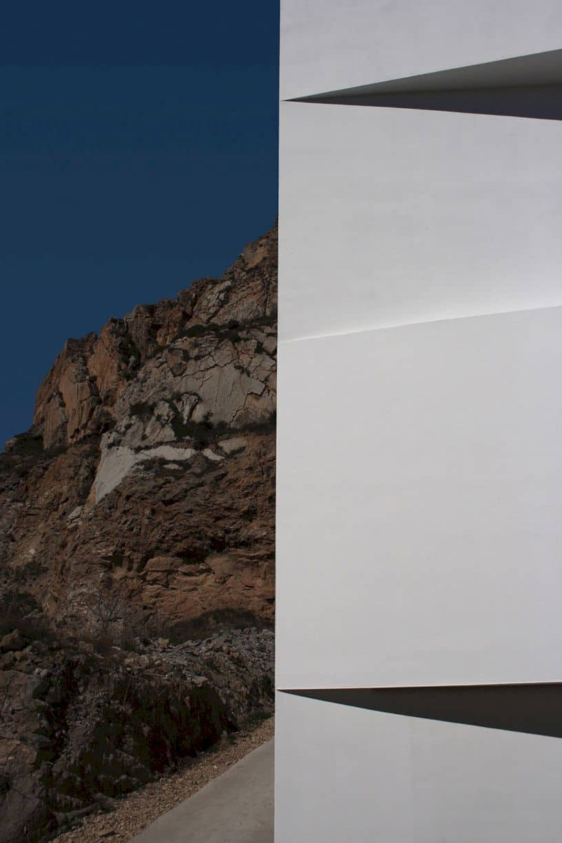 House On Mountainside Overlooked By Castle By Fran Silvestre Arquitectos 8