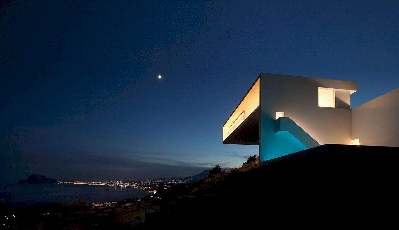 House On The Cliff By Fran Silvestre Arquitectos 1
