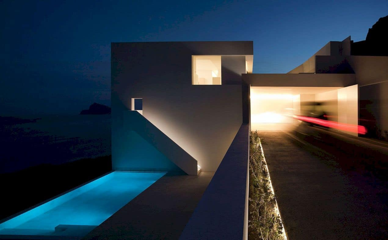 House On The Cliff By Fran Silvestre Arquitectos 2