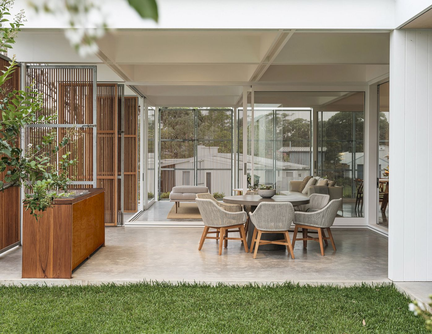 Bendalong Beach House By Madeleine Blanchfield Architects 11