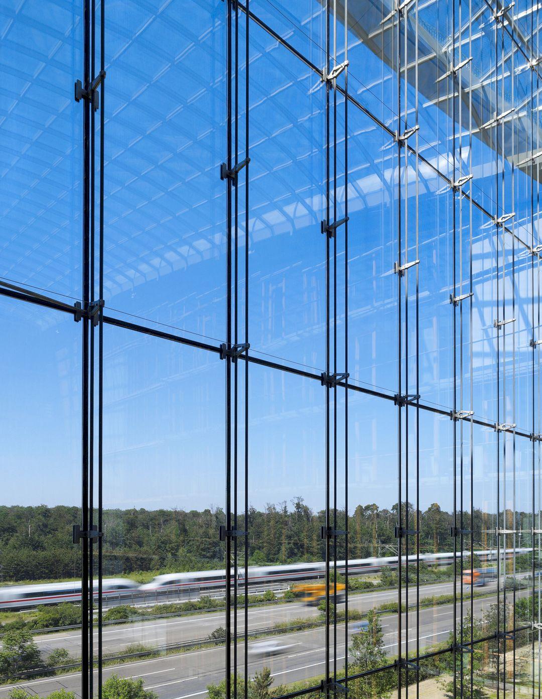 Lufthansa Aviation Center Frankfurt By Ingenhoven Architects 11