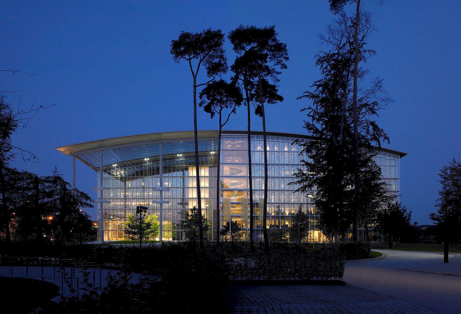 Lufthansa Aviation Center Frankfurt By Ingenhoven Architects 2