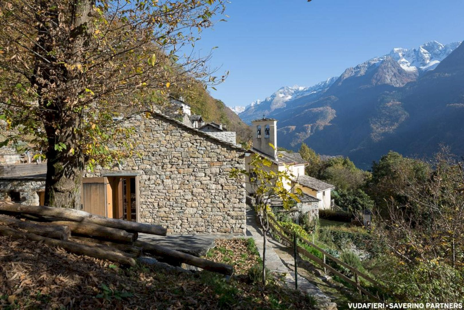 Mountain Stone House By Vudafieri Saverino Partners 11