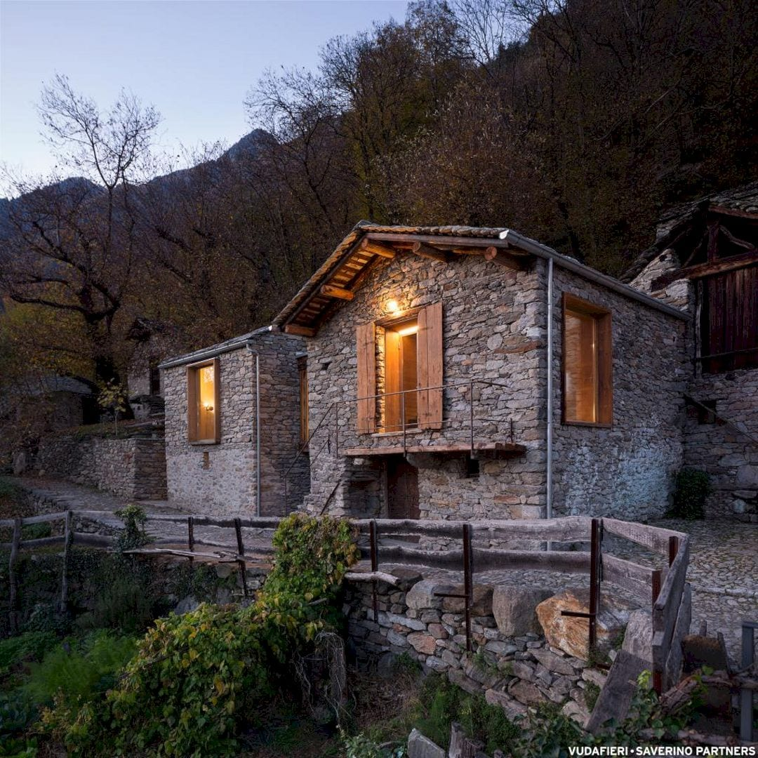 Mountain Stone House By Vudafieri Saverino Partners 13