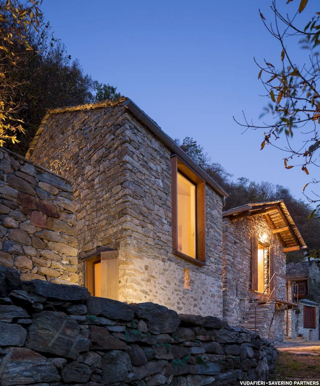 Mountain Stone House By Vudafieri Saverino Partners 14