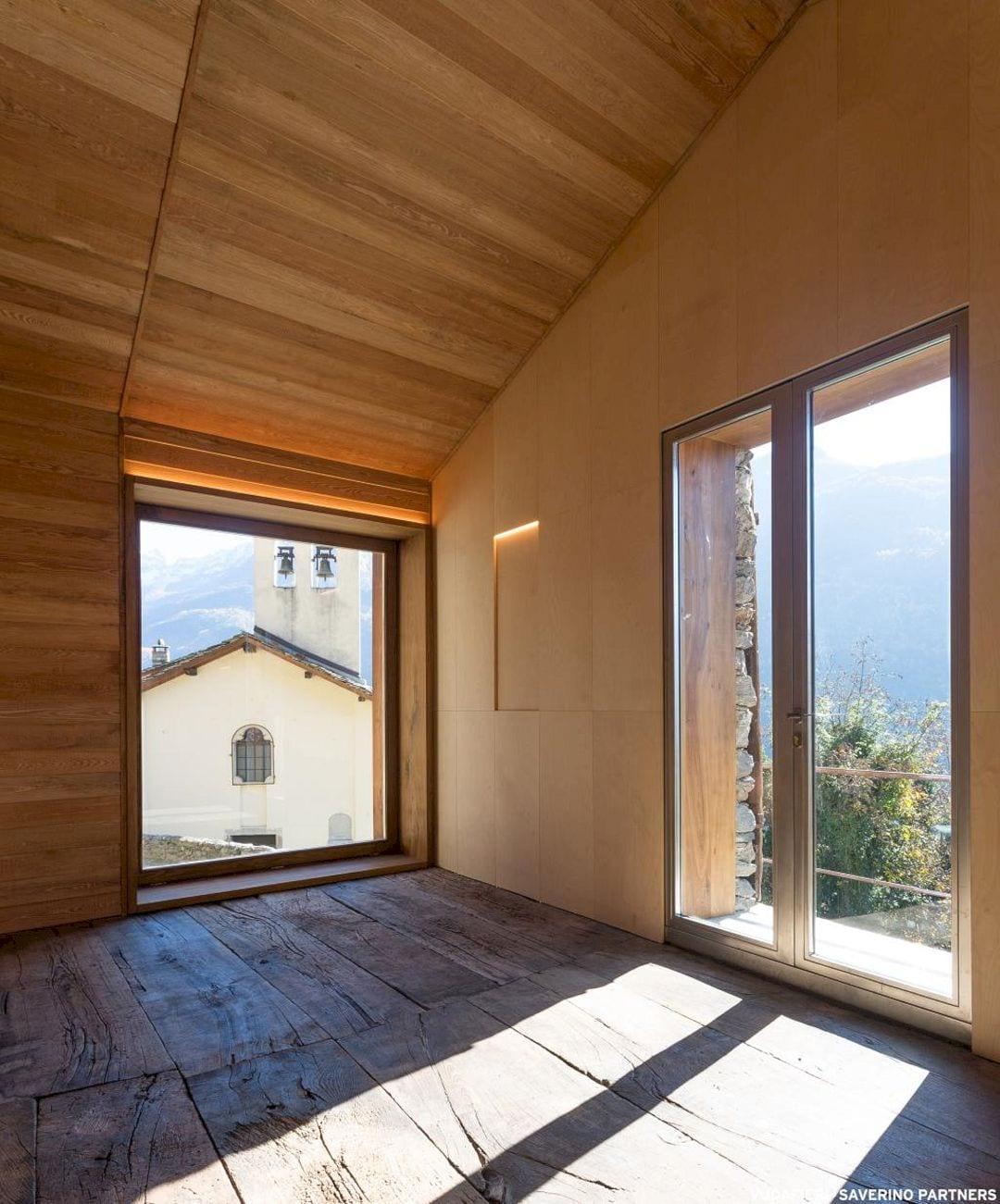 Mountain Stone House By Vudafieri Saverino Partners 4